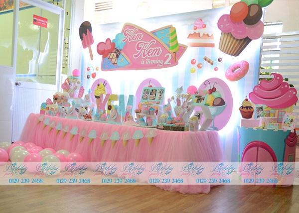 Trang trí sinh nhật tại trường cho bé