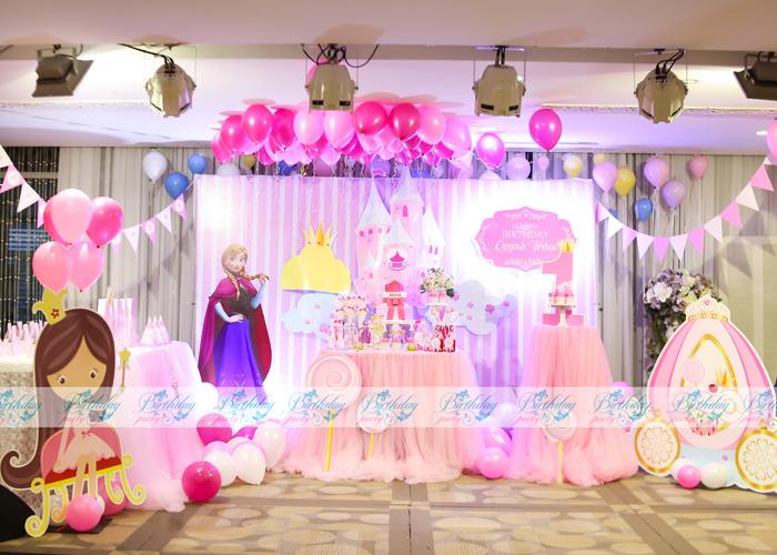 Trang trí tiệc thôi nôi hoành tráng cho bé với chủ đề công chúa nhỏ