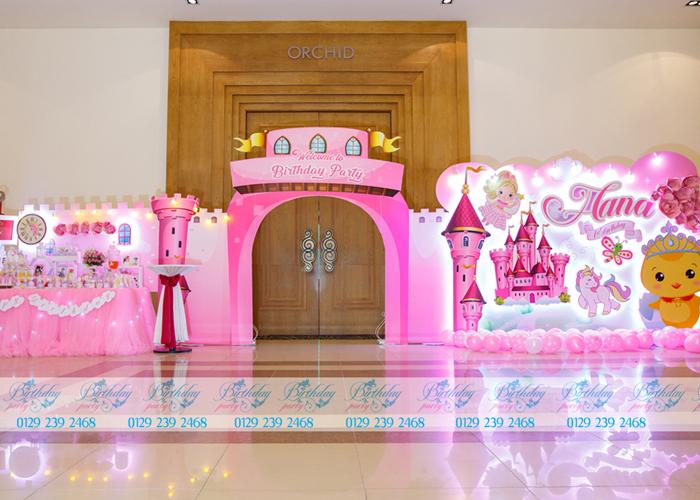 Tổ chức sinh nhật cho bé với chủ đề lâu đài công chúa cho bé gái