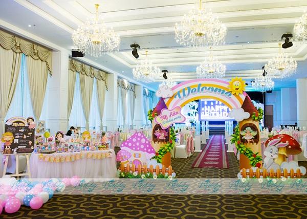 Trang trí tiệc thôi nôi chủ đề Princess 2